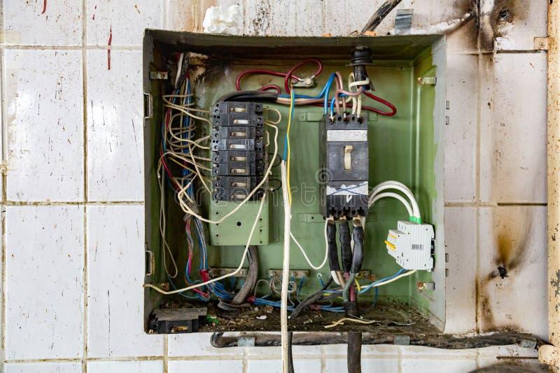 Παλαιά ηλεκτρική καλωδίωση στοκ εικόνα