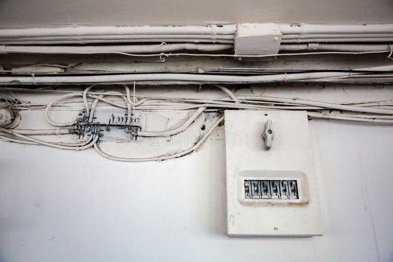 Παλαιά ηλεκτρική καλωδίωση στοκ εικόνες
