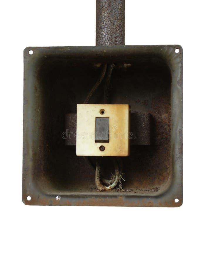 Παλαιά ηλεκτρική μετάβαση στο σκουριασμένο κιβώτιο μετάλλων σε ένα άσπρο υπόβαθρο στοκ φωτογραφίες