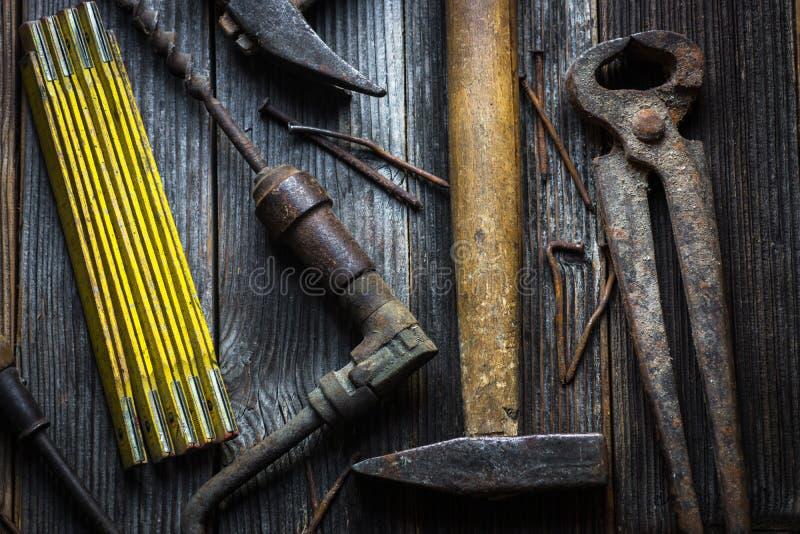Παλαιά και σκουριασμένα εργαλεία χεριών στοκ εικόνα