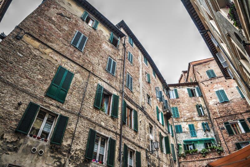 Παλαιά κτήρια στη Σιένα στοκ εικόνες