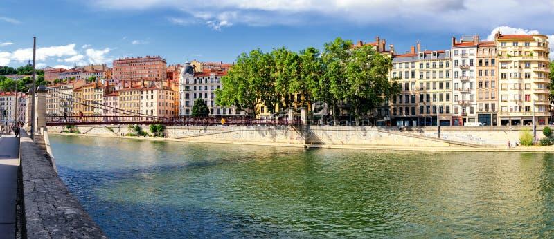 Παλαιά κτήρια της Λυών (Γαλλία) κοντά στον ποταμό Saone στοκ φωτογραφία
