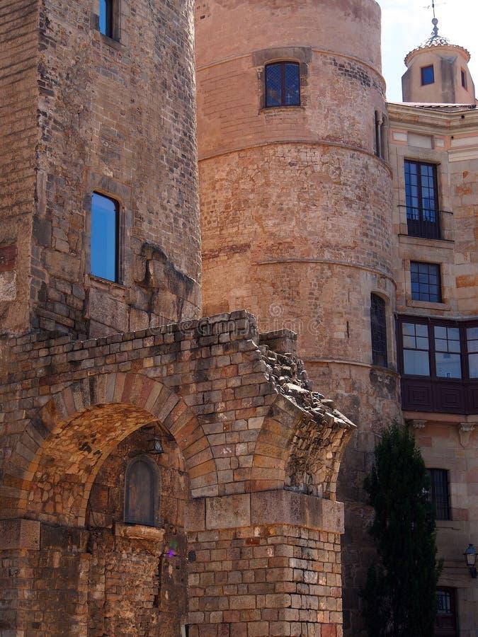 Παλαιά κτήρια τούβλου, γοτθικό τέταρτο, Βαρκελώνη στοκ φωτογραφία με δικαίωμα ελεύθερης χρήσης