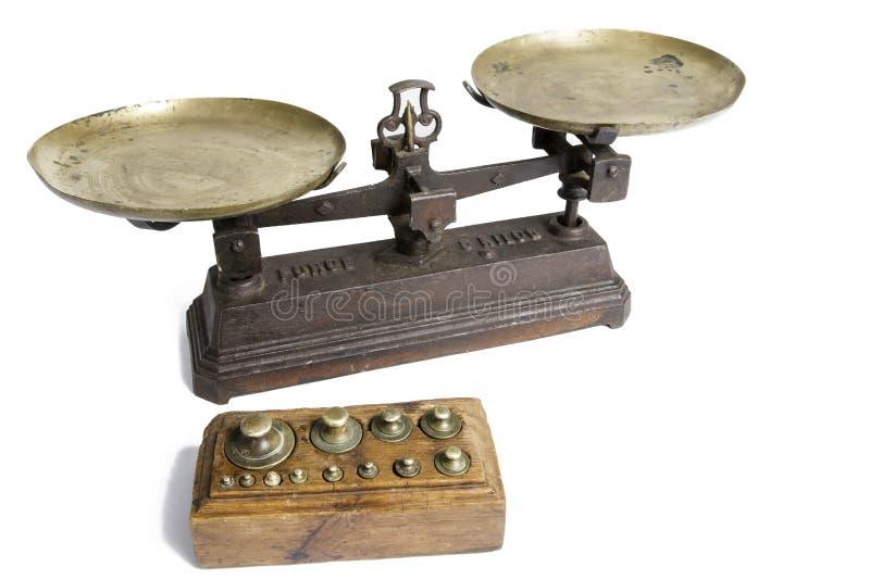 Παλαιά κλίμακα με τα μέτρα βάρους στοκ φωτογραφία