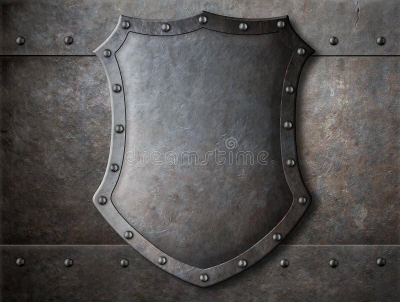 Παλαιά μεσαιωνική ασπίδα καλύψεων των όπλων πέρα από το τεθωρακισμένο στοκ φωτογραφίες με δικαίωμα ελεύθερης χρήσης