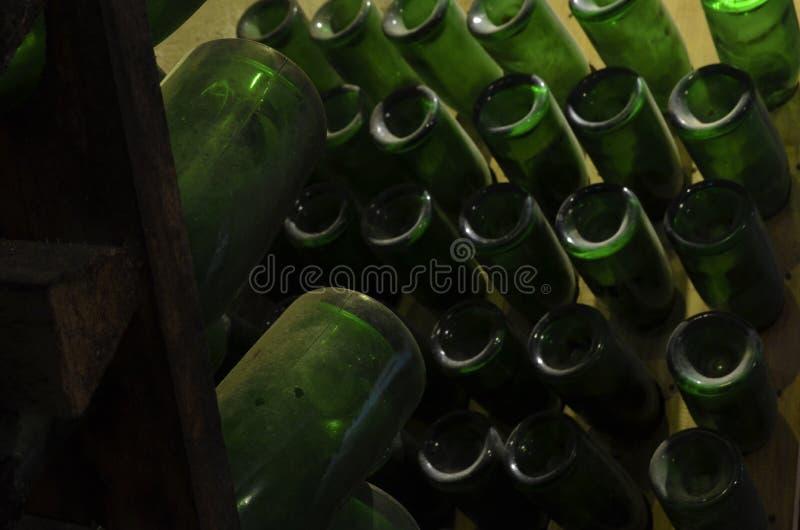 Παλαιά μπουκάλια 2 κρασιού στοκ φωτογραφία με δικαίωμα ελεύθερης χρήσης