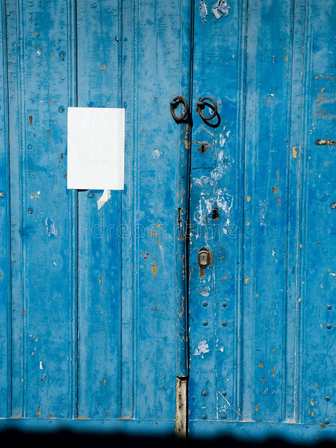 Παλαιά μπλε ξύλινη πόρτα στοκ φωτογραφίες με δικαίωμα ελεύθερης χρήσης