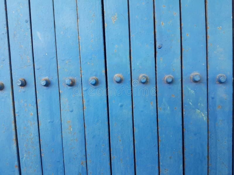 Παλαιά μπλε σύσταση πορτών χάλυβα στοκ εικόνα