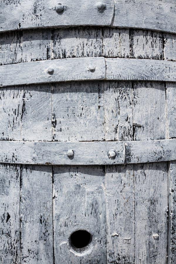 Παλαιά ξύλινη άσπρη κινηματογράφηση σε πρώτο πλάνο βαρελιών στοκ φωτογραφία με δικαίωμα ελεύθερης χρήσης
