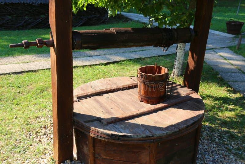 Παλαιά ξύλινη πηγή στοκ εικόνες