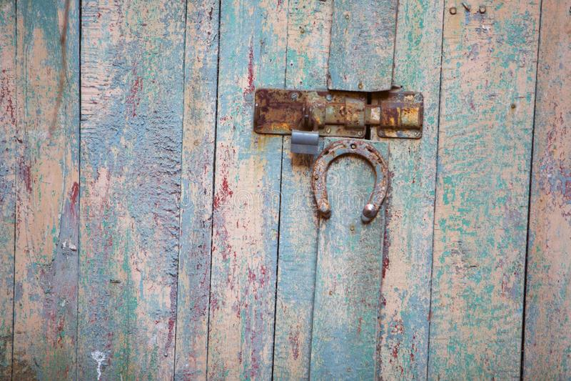 παλαιά, ξύλινη πύλη αρχιτεκτονικής στοκ εικόνες