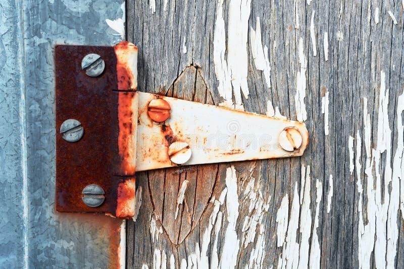 Παλαιά οξυδωμένη άρθρωση πορτών στοκ φωτογραφία με δικαίωμα ελεύθερης χρήσης