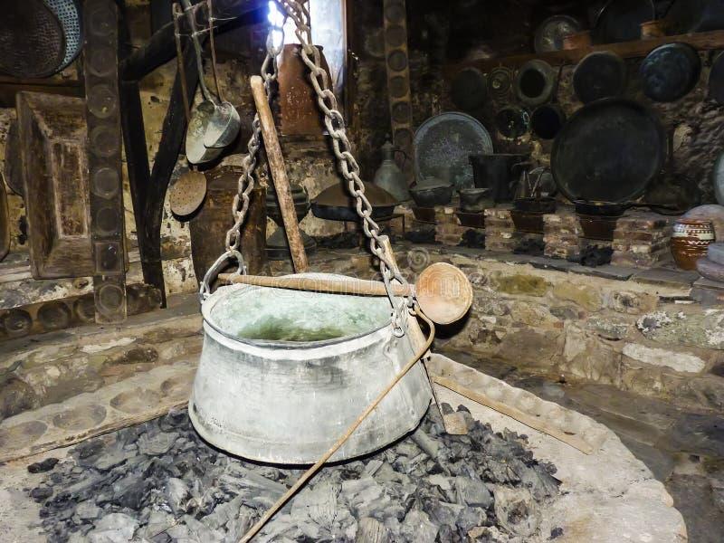 Παλαιά δοχείο και κουτάλι καζανιών σιδήρου στοκ εικόνα