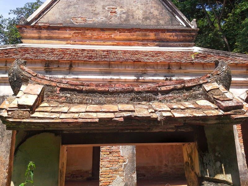 Παλαιά παγόδα στον ταϊλανδικό ναό Wat, Songkhla, Ταϊλάνδη στοκ εικόνες
