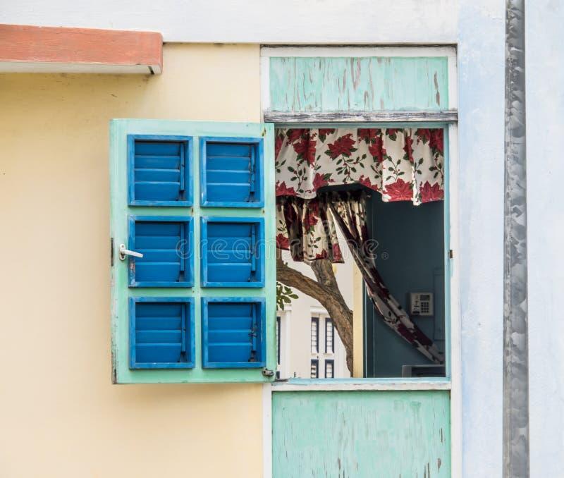 Παλαιά παράθυρα οικοδόμησης Otrobanda στοκ φωτογραφία με δικαίωμα ελεύθερης χρήσης