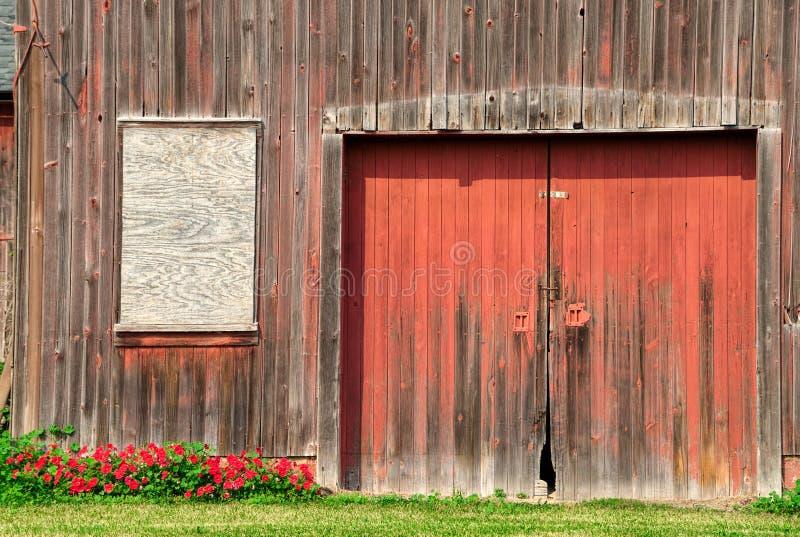 Παλαιά πόρτα σιταποθηκών στοκ φωτογραφία με δικαίωμα ελεύθερης χρήσης