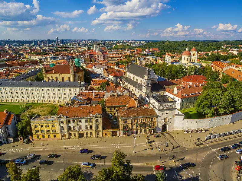 _ Παλαιά πόλη σε Vilnius, Λιθουανία: η πύλη της Dawn στοκ εικόνες