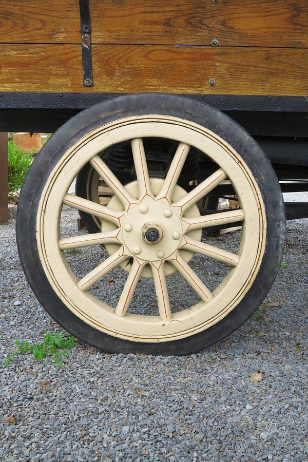 Παλαιά ρόδα φορτηγών στοκ φωτογραφία με δικαίωμα ελεύθερης χρήσης