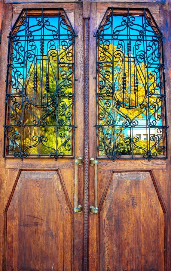 Παλαιά δρύινη πόρτα στοκ εικόνα