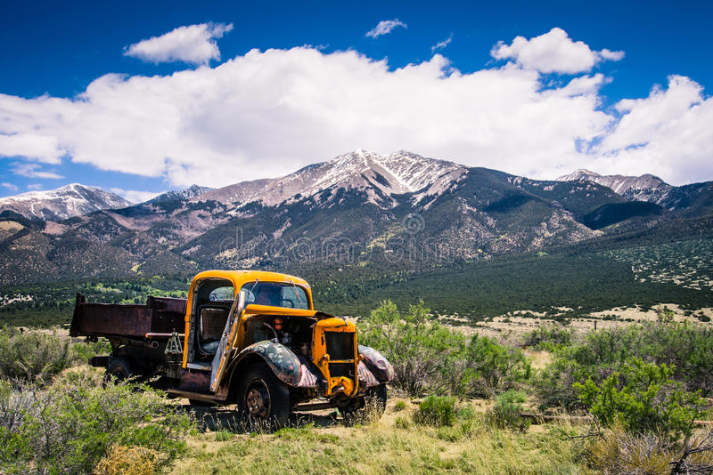 Παλαιά σειρά βουνών φορτηγών στοκ εικόνα με δικαίωμα ελεύθερης χρήσης
