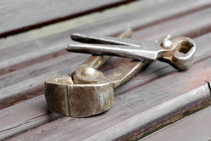Παλαιά σκουριασμένα εργαλεία ξυλουργικής χεριών Εκλεκτής ποιότητας πένσες στοκ φωτογραφίες