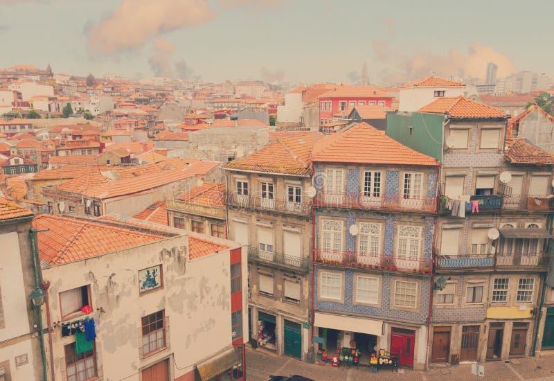 Παλαιά σπίτια στο ιστορικό μέρος της πόλης, Πόρτο στοκ εικόνες