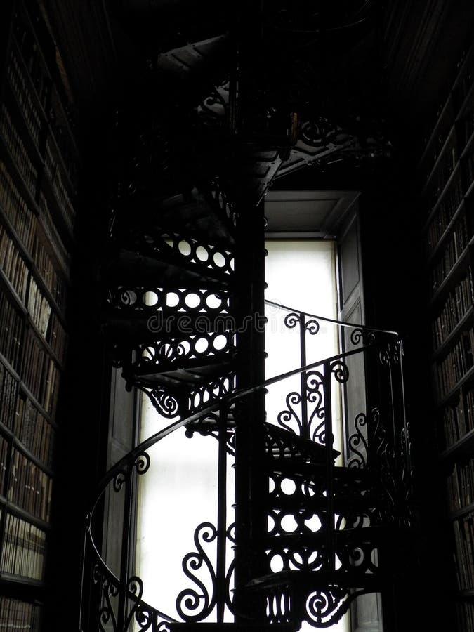 Παλαιά σπειροειδής σκάλα στοκ εικόνες με δικαίωμα ελεύθερης χρήσης