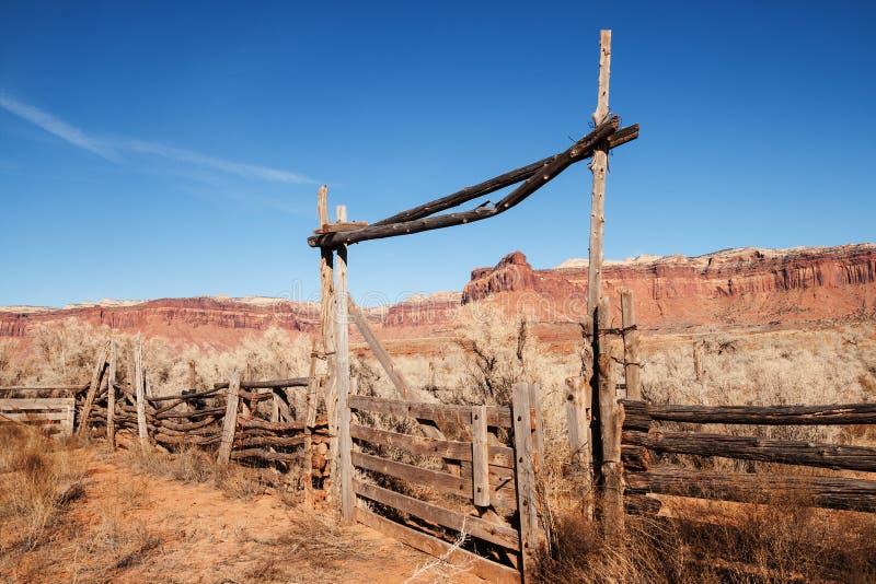 Παλαιά δυτική πύλη αγροκτημάτων στοκ εικόνα