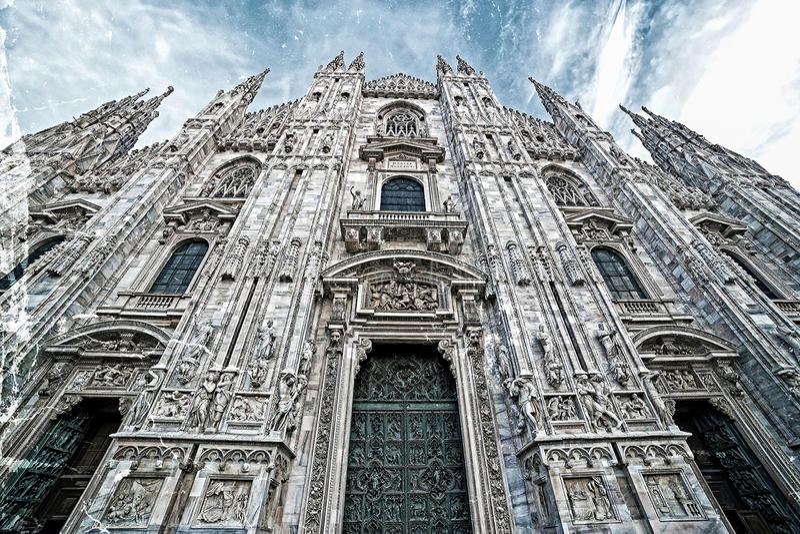 Παλαιά φωτογραφία με την πρόσοψη του διάσημου καθεδρικού ναού του Μιλάνου, Ιταλία στοκ φωτογραφίες με δικαίωμα ελεύθερης χρήσης