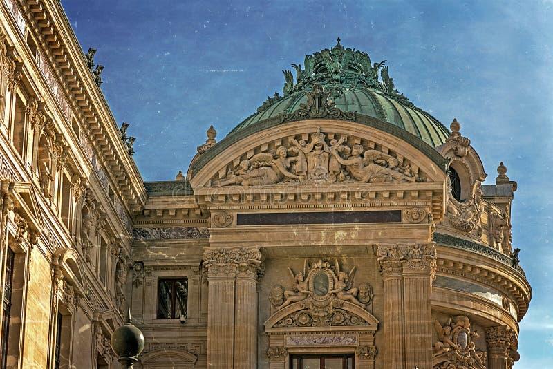 Παλαιά φωτογραφία με τις αρχιτεκτονικές λεπτομέρειες της όπερας εθνικό de Παρίσι στοκ φωτογραφίες με δικαίωμα ελεύθερης χρήσης