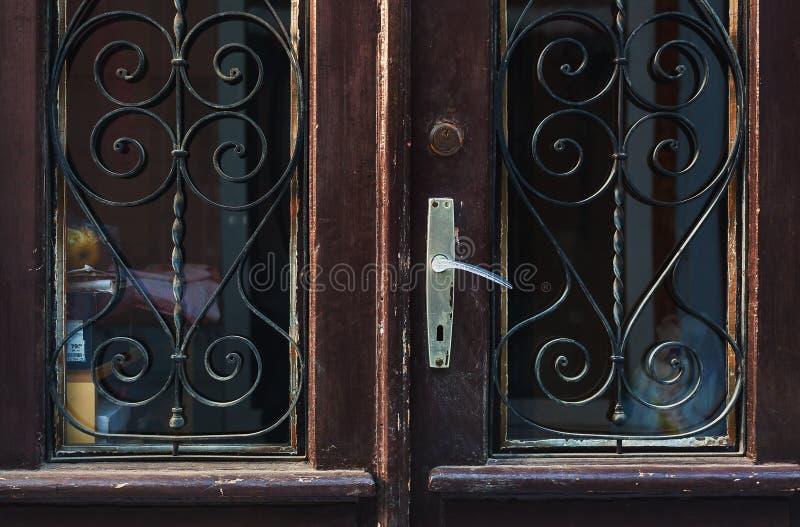 Παλαιές αναδρομικές ξύλινες πόρτες στοκ εικόνες