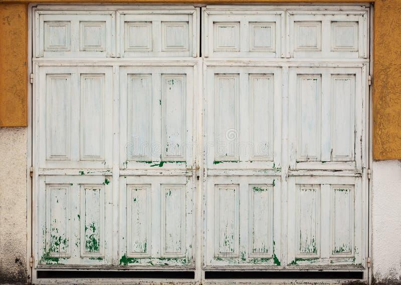 Παλαιές αναδρομικές ξύλινες πόρτες στοκ φωτογραφίες με δικαίωμα ελεύθερης χρήσης