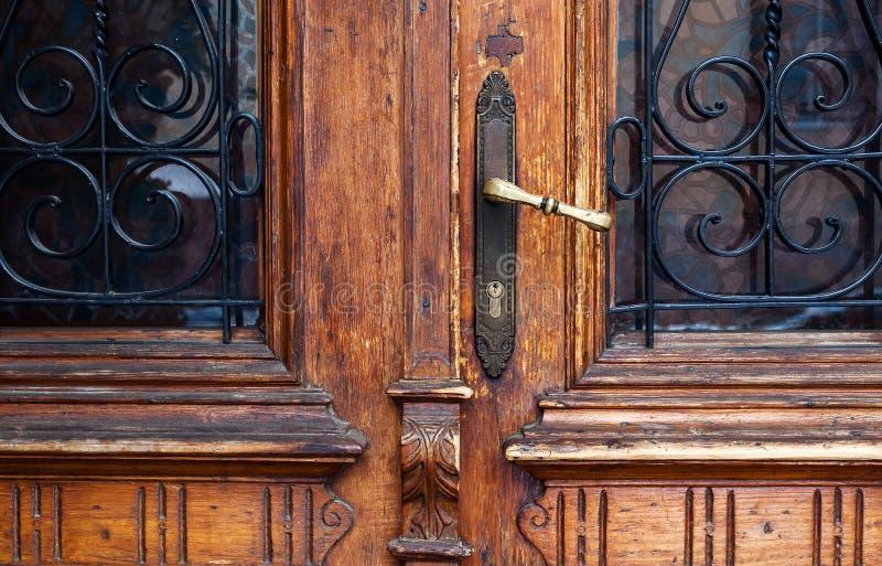 Παλαιές αναδρομικές ξύλινες πόρτες στοκ εικόνες με δικαίωμα ελεύθερης χρήσης