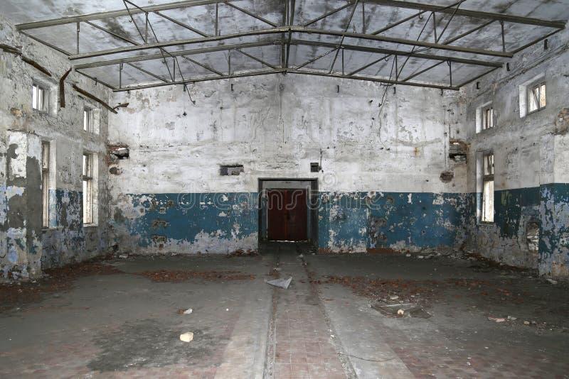 Παλαιές εγκαταλειμμένες βιομηχανικές εγκαταστάσεις στοκ εικόνα με δικαίωμα ελεύθερης χρήσης