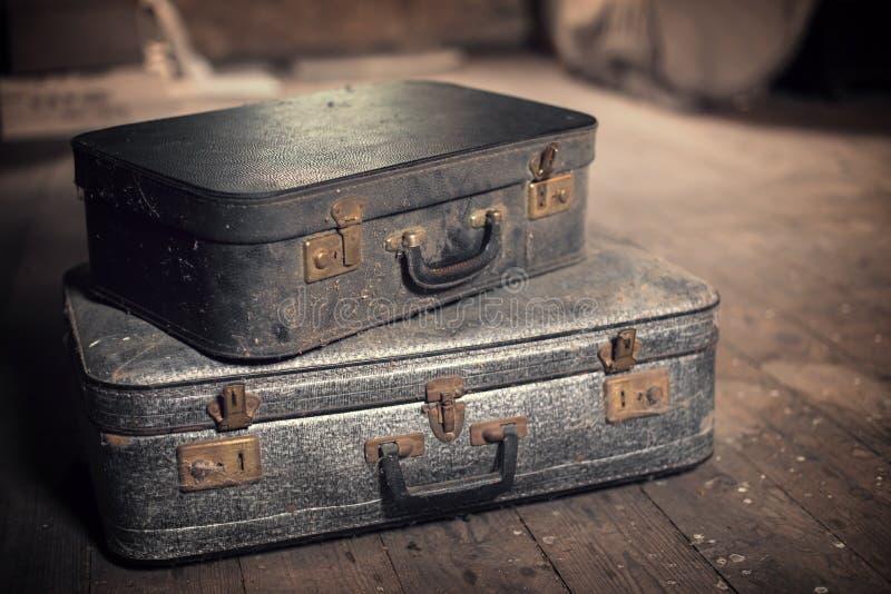Παλαιές εκλεκτής ποιότητας βαλίτσες σε μια σοφίτα στοκ φωτογραφία