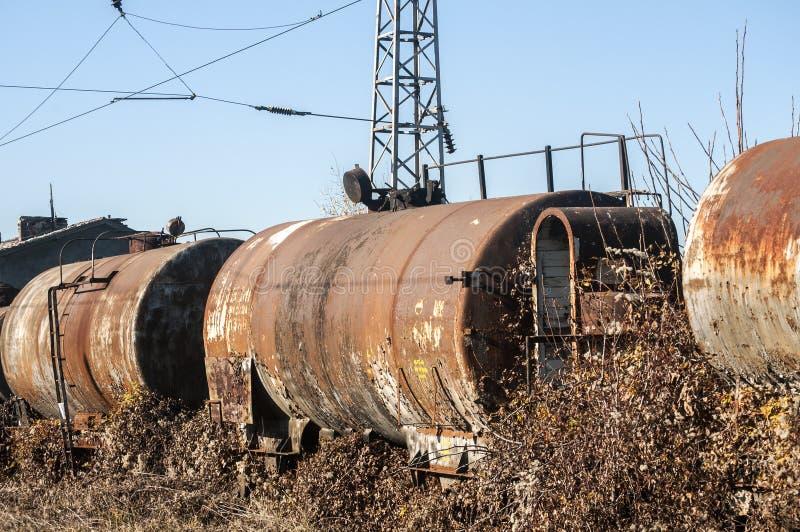 Παλαιές δεξαμενές καυσίμων και πετρελαίου τραίνων στοκ φωτογραφία με δικαίωμα ελεύθερης χρήσης