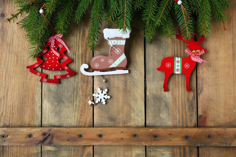 Παλαιές διακοσμήσεις Χριστουγέννων στους πίνακες στοκ φωτογραφία με δικαίωμα ελεύθερης χρήσης