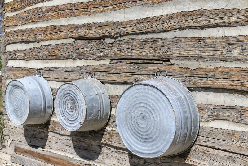 Παλαιές σκάφες κασσίτερου στοκ φωτογραφία