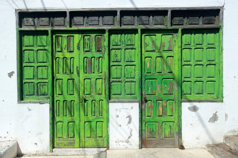 Παλαιές χαλασμένες ξύλινες πόρτες στοκ εικόνες