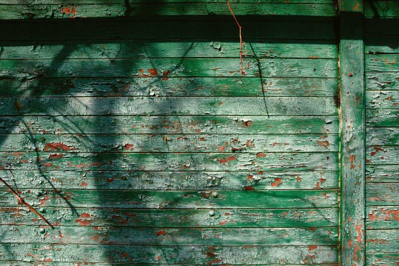 Παλαιές Shabby ξύλινες σανίδες με το ραγισμένο χρώμα χρώματος, υπόβαθρο στοκ εικόνα με δικαίωμα ελεύθερης χρήσης