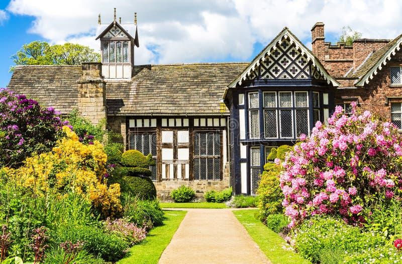 Παλαιοί αίθουσα και κήπος Rufford στοκ εικόνα με δικαίωμα ελεύθερης χρήσης