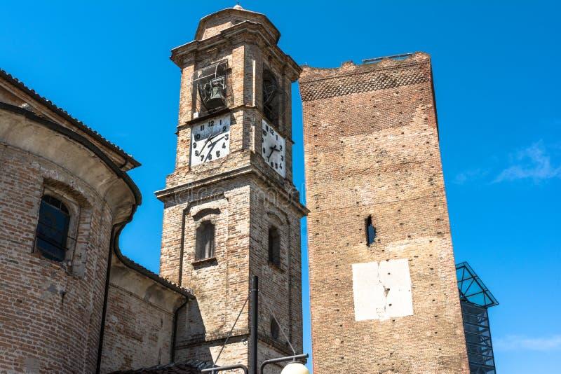 Παλαιοί πύργοι σε Barbaresco, Ιταλία στοκ εικόνα με δικαίωμα ελεύθερης χρήσης