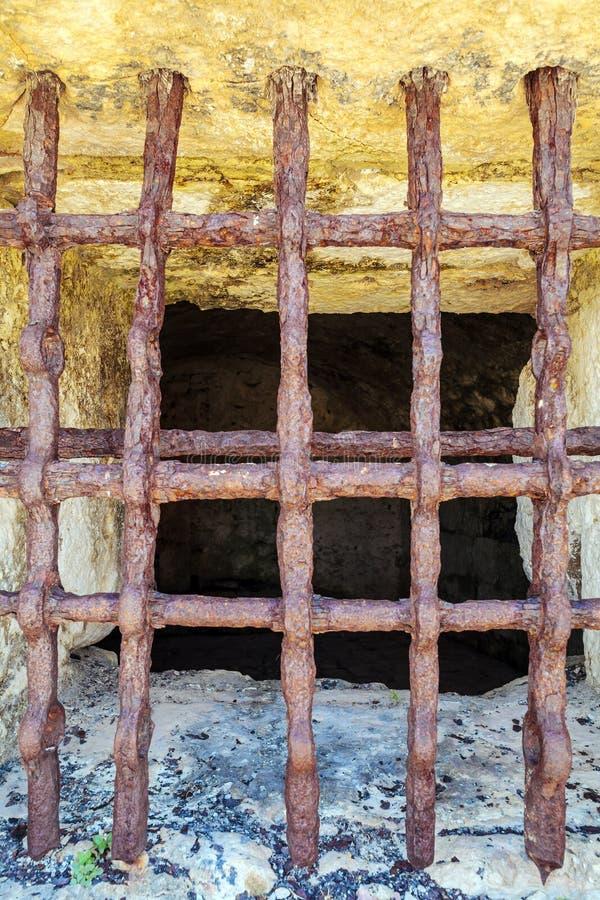 Παλαιοί φραγμοί φυλακών σιδήρου στο οχυρό της Κέρκυρας στοκ εικόνα με δικαίωμα ελεύθερης χρήσης