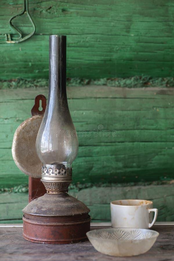 Παλαιός βρώμικος λαμπτήρας κηροζίνης στοκ φωτογραφίες
