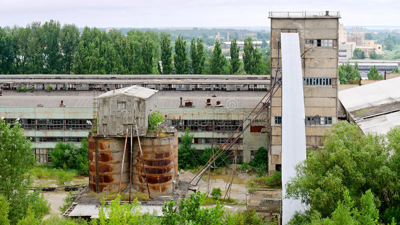 Παλαιός εγκαταλειμμένος βιομηχανικός σύνθετος στοκ εικόνα