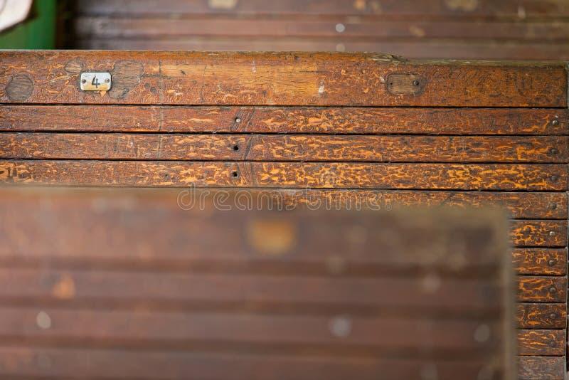 Παλαιός εσωτερικός τρύγος σιδηροδρομικών βαγονιών εμπορευμάτων Ξύλινη σύσταση κλείστε επάνω στοκ εικόνα