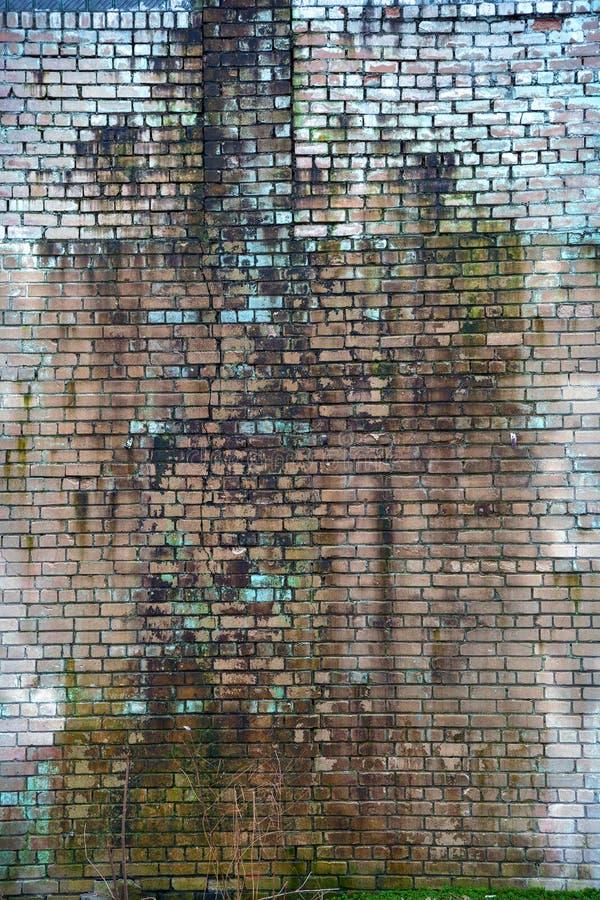 Παλαιός ζωηρόχρωμος τουβλότοιχος του κτηρίου υπαίθρια στοκ φωτογραφία με δικαίωμα ελεύθερης χρήσης