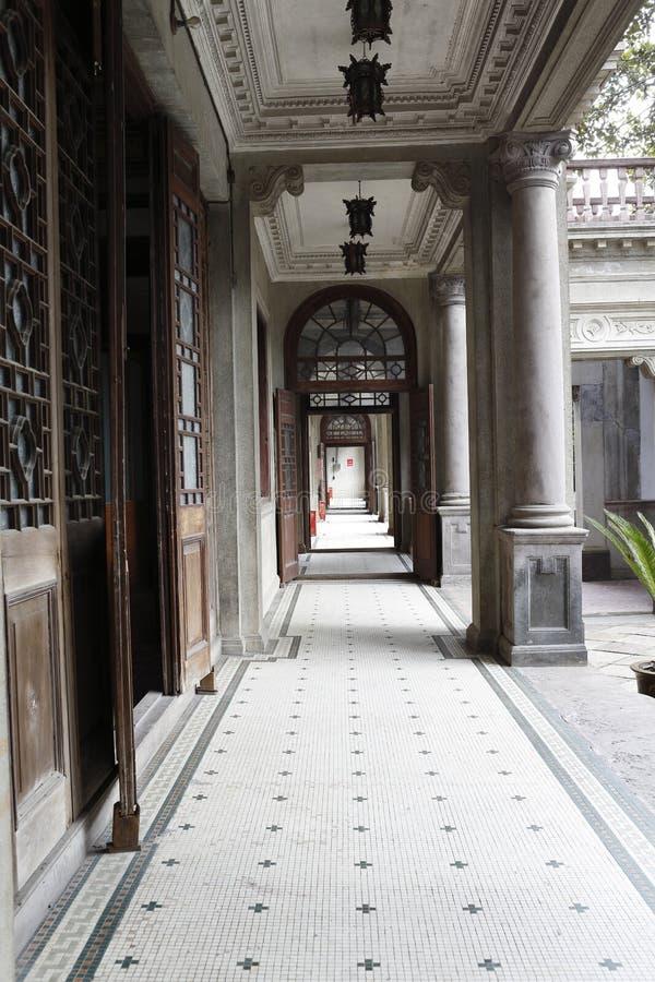 Παλαιός διάδρομος ύφους neoclassicism στοκ φωτογραφία με δικαίωμα ελεύθερης χρήσης