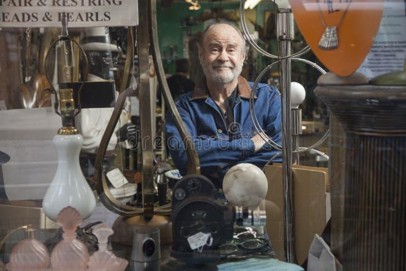 Παλαιός ιδιοκτήτης καταστημάτων στοκ φωτογραφία με δικαίωμα ελεύθερης χρήσης