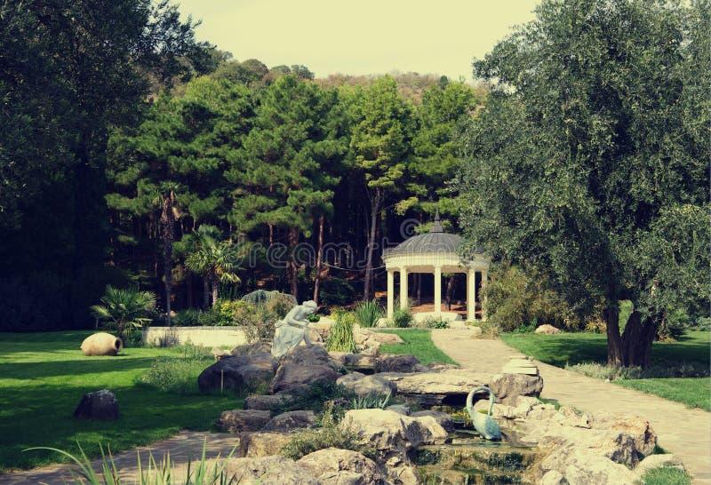 Παλαιός κήπος στο πάρκο Aivazovsky, Partenit, Κριμαία στοκ φωτογραφία με δικαίωμα ελεύθερης χρήσης